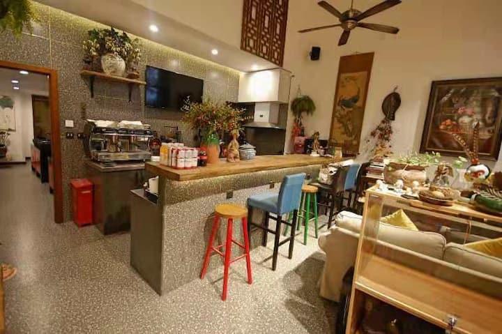 胡同京囍-南锣,后海,天安门女子咖啡旅社1(女生2米大床两人间床位,公卫)