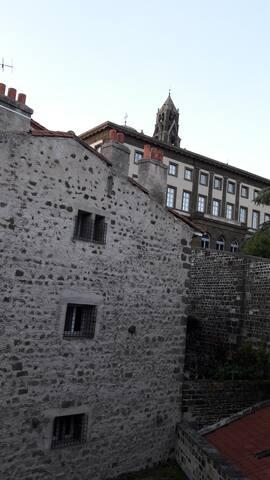 Appart centre du Puy au pied de la cathédrale