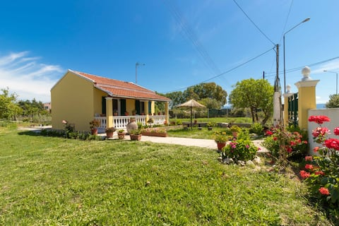 Traditional bungalow only 300m from the beach!
