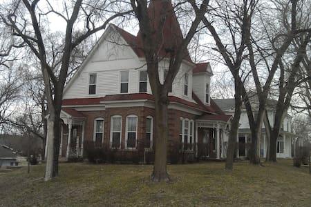 1885 Victorion Home - Farmington