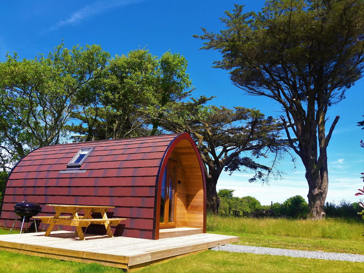 Robin, a luxury en-suite glamping pod, gas central heated with kitchenette & t.v.