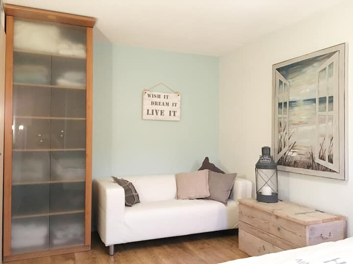 Cosy room near Amsterdam for 1 person, female only