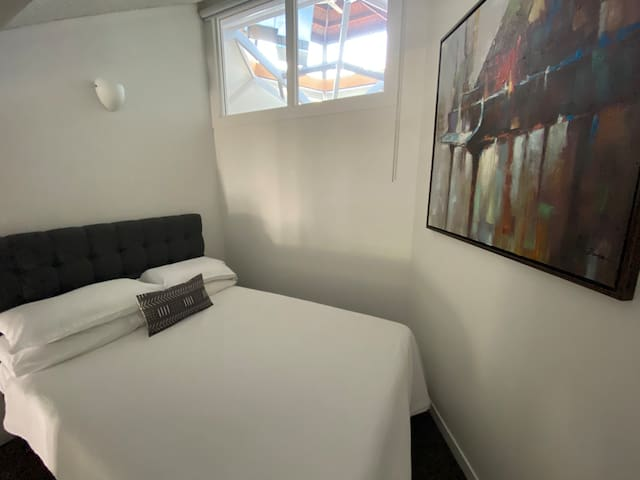 Newmarket Apt. 33. Entire Studio Private Parking
