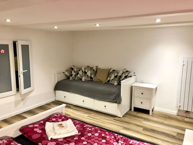 Day-bed (transforms to queen size) in main bedroom