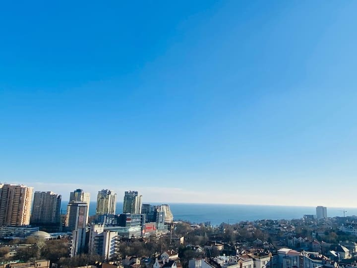 Атмосферная светлая квартира с видом на море