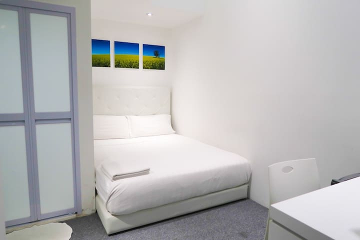 New & Compact Bedroom Suite /WIFI @Central/Orchard