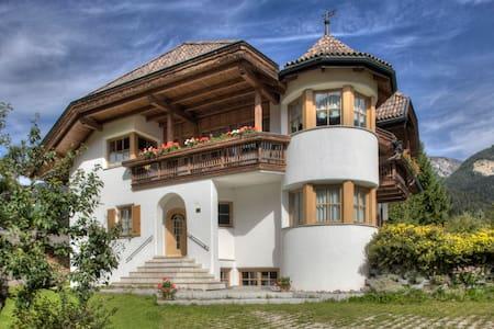Alexander-Mountain Lodge