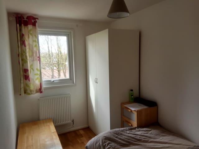 LOVELY SINGLE ROOM IN NORTHAMPTON ROOM 1