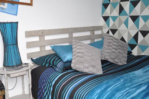 Sweet blue dreams in peace double bed +baby Crib