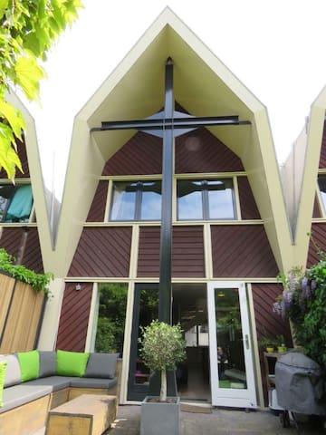 Entire 4 bed house + garden, close to centre