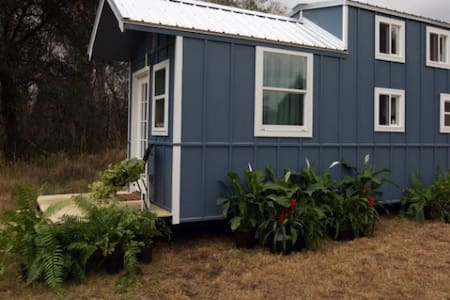 Tiny House Straight From Hollywood - Pigeon forge