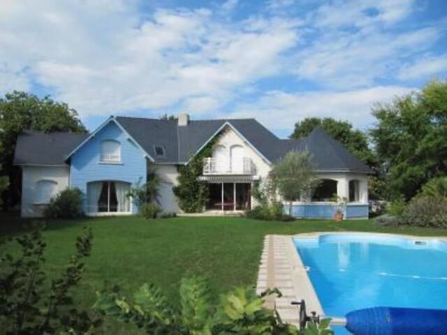 maison sur le golf avec piscine