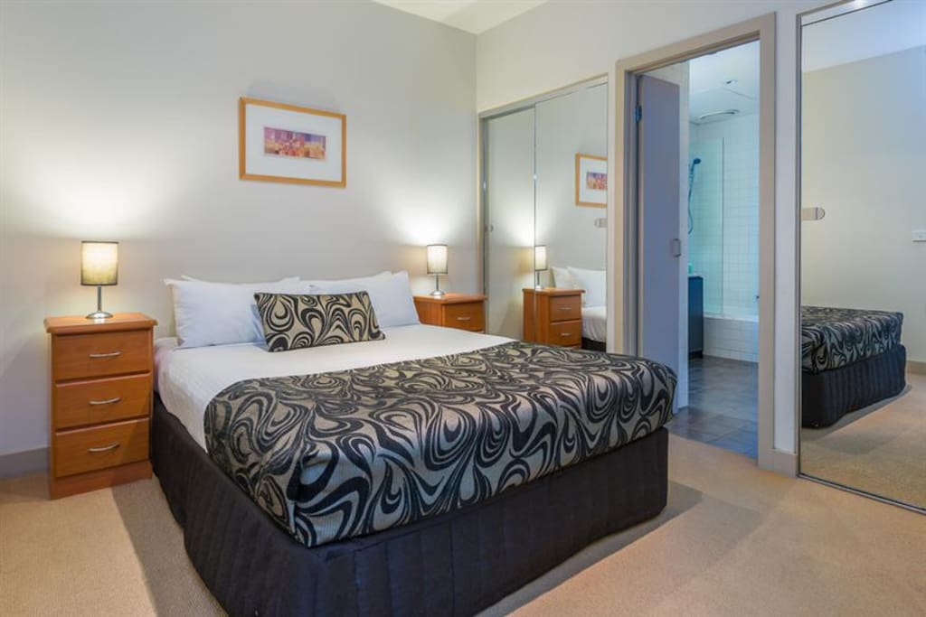 Heart Of Melbourne 2 Bedroom Apartment W Balcony Apartments For Rent In Melbourne Victoria