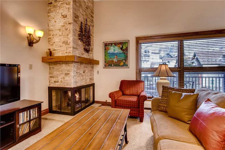 Mountain view condo with ski-in/ski-out access, pool & hot tub on-site