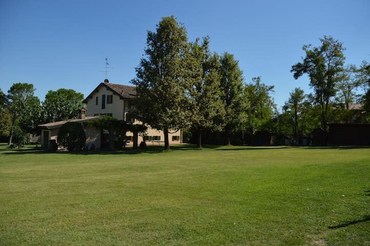 charming villa in beautiful secluded estate - Reggio nell'Emilia - Villa