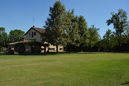 charming villa in beautiful secluded estate - Villa