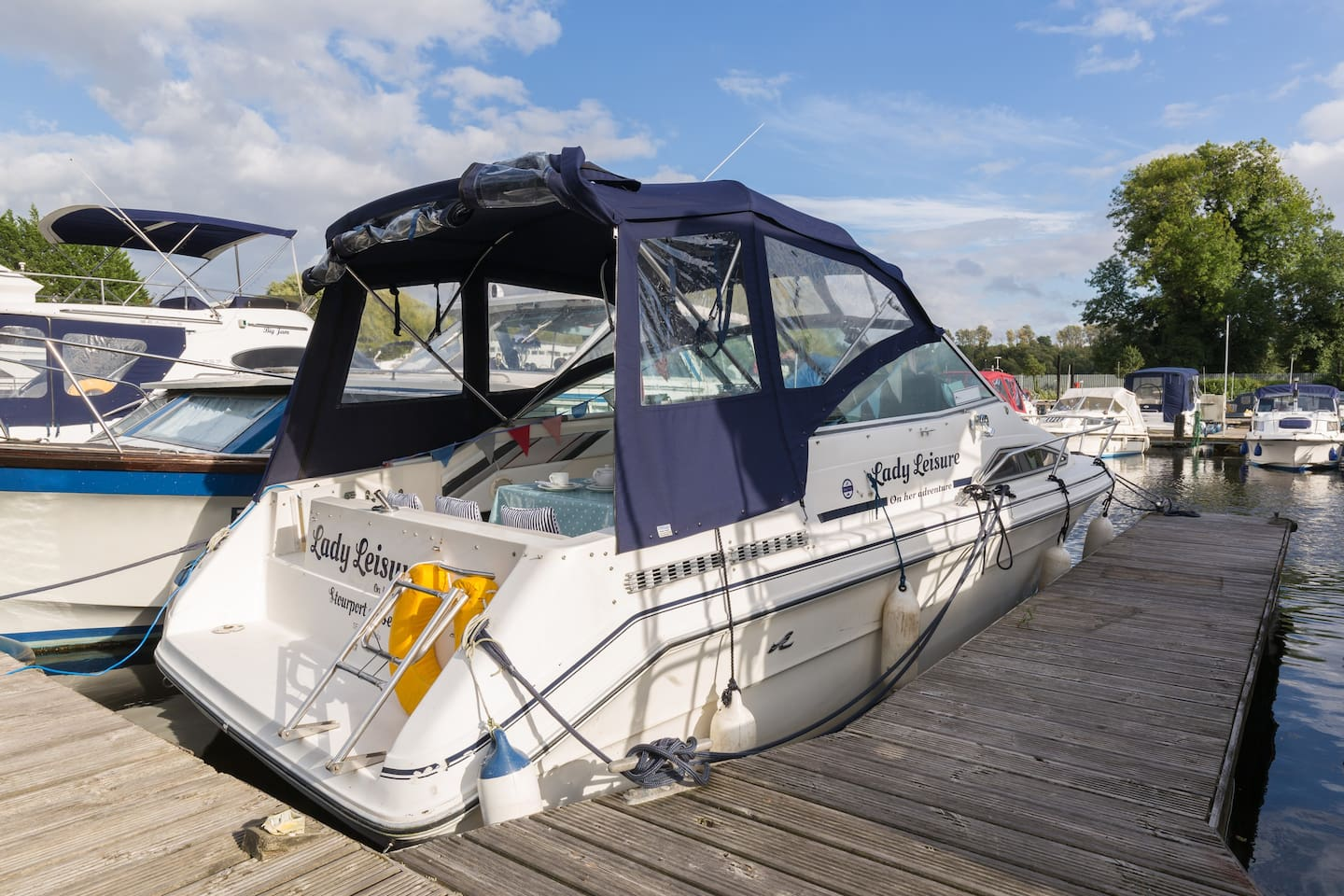 23 ft Sea Ray smart cosy cabin  cruiser. Quirky way to spend a night or two or more