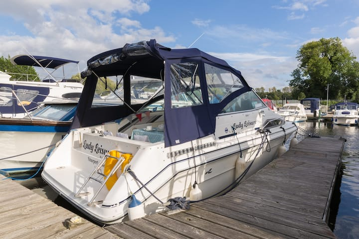 Worcestershire Boat 23 ft Sea Ray cabin cruiser