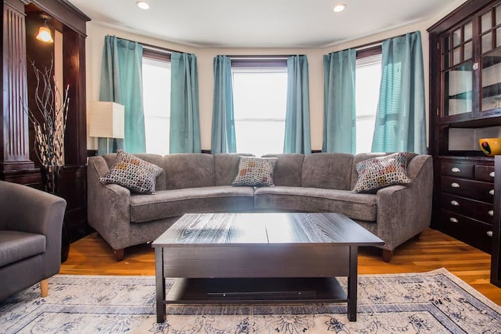 Renovated Furnished Apartment in Cambridge Home