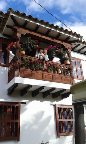 habitaciones privadas con balcón - Villa de Leyva - Apartment
