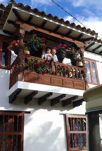 Habitacion con balcón