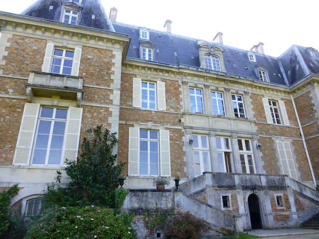Studette dans un Château / Castel - Guigneville-sur-Essonne - Apartamento