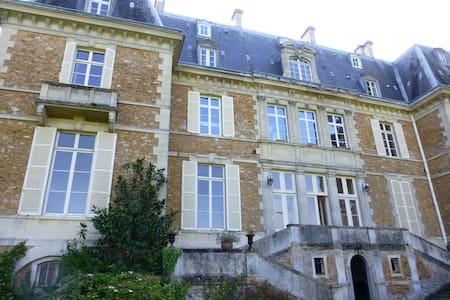 Studette dans un Château / Castel - Guigneville-sur-Essonne - Apartment