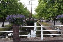 Papenburg mit Kanälen durchzogen. 6 km entfernt.