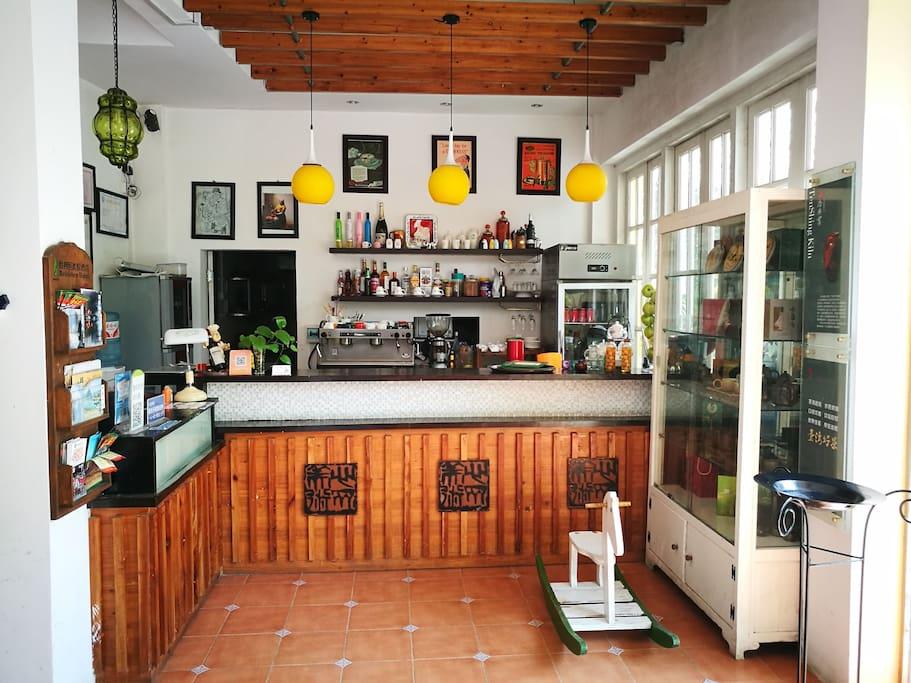 咖啡吧台,提供现磨咖啡