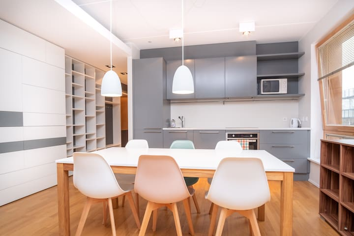Stylish Apartment with PARKING near OLD TOWN