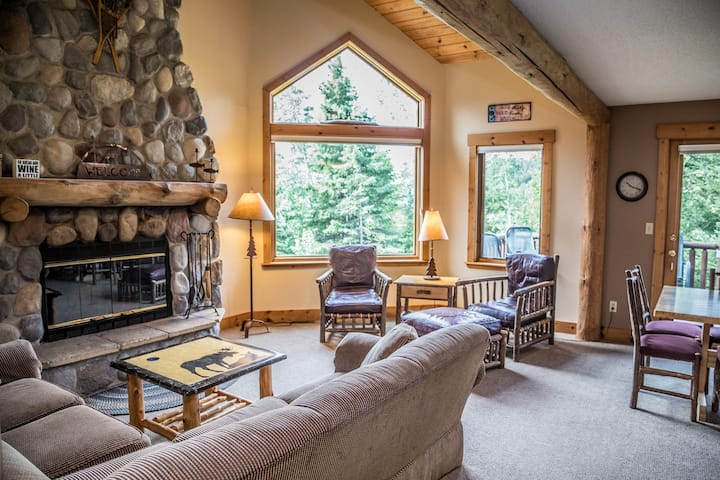 Caribou Highlands 625 located at Caribou Highlands Lodge ski in & out