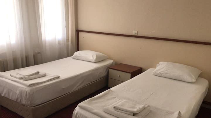 Altınoluk Kordonda İki Ayrı Yataklı Oda