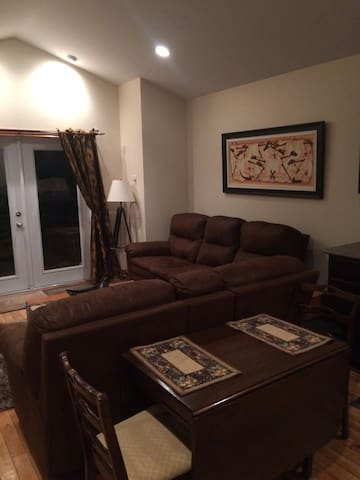Cozy Apartment in Quiet Setting - Conception Bay South - Huis