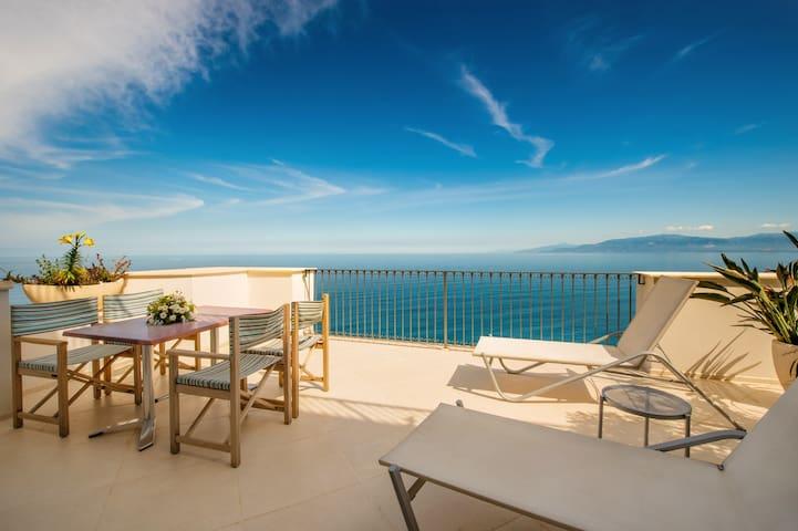 PICCOLO GRAND HOTEL - DEPENDANCE SEA VIEW SUITE 2 - 3 PAX