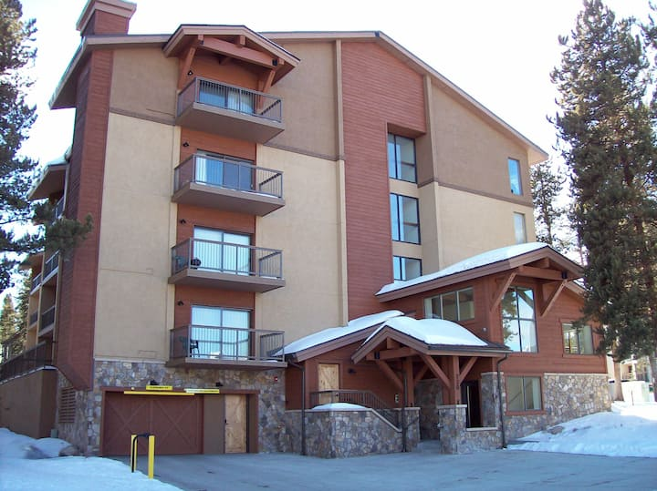 Mountainwood #103 - Close to Town - Shuttle to Slopes - Pool and Hot Tub Access