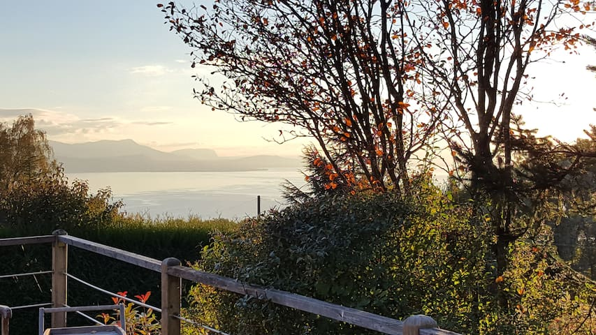 Large room near Lausanne with nice vue on lake - Belmont-sur-Lausanne - Huis