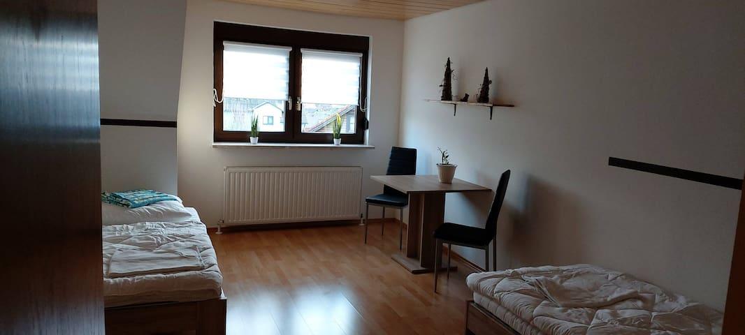 Schlafzimmer 2 mit zwei Einzelbetten