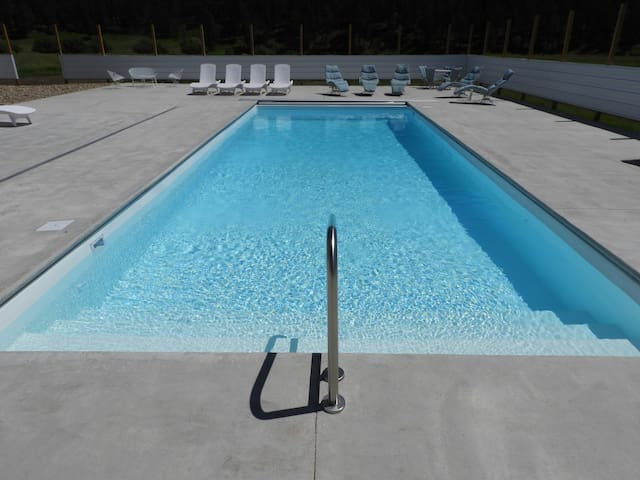 The Cabana at Nemo, Sandhill Crane King Pool Suite