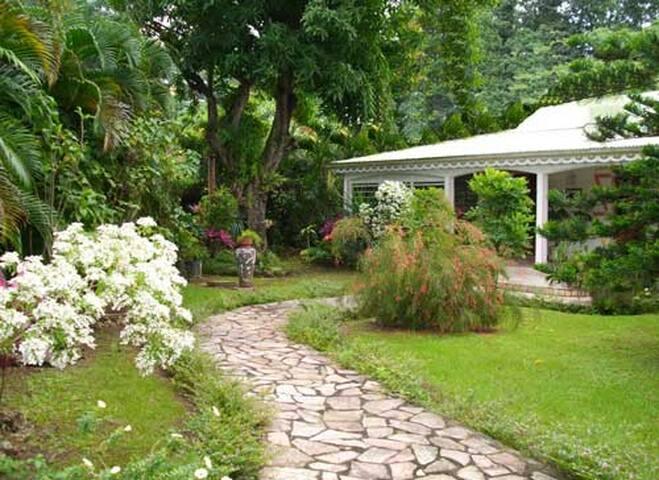 Villa coloniale en bois du pays - GP - Villa