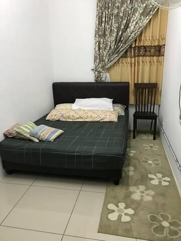 Room 3 (Queen)