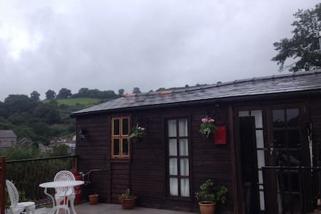 The Cwtch Lodge - Bargoed - Chalet