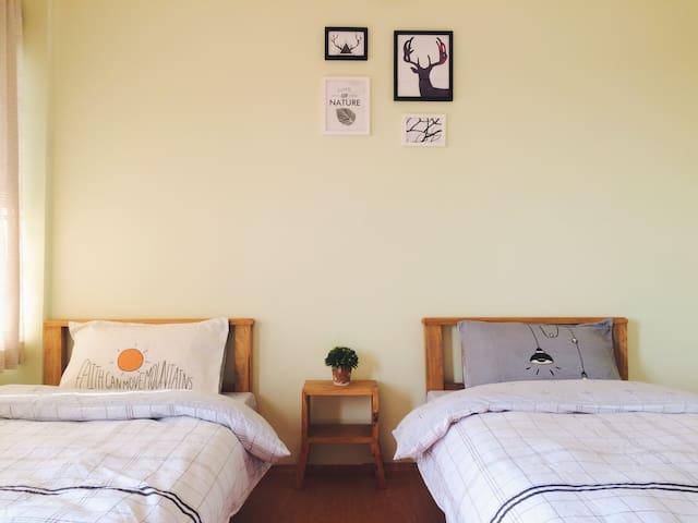 The bedroom1 卧室1