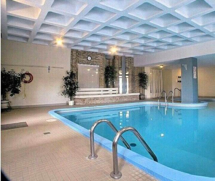 Room in the tower+near the ULaval+parking+pool