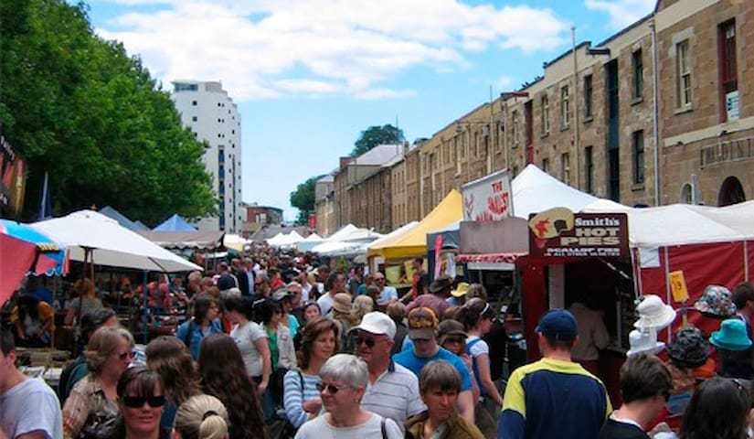 Salamanca Place and th busy Saturday market