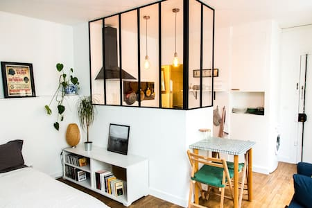 Stylish studio near Canal Saint Martin - Parijs