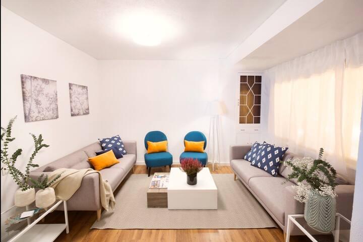 Amplio y luminoso piso con vistas y Wifi