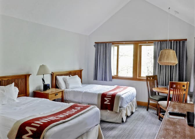 Minnewaska Lodge, 2 FULL BEDS WITH DECK