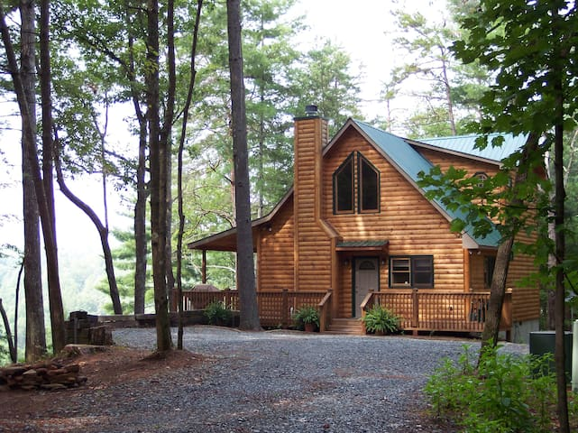 Five Ridge Bluff - Secluded Cabin in the Woods
