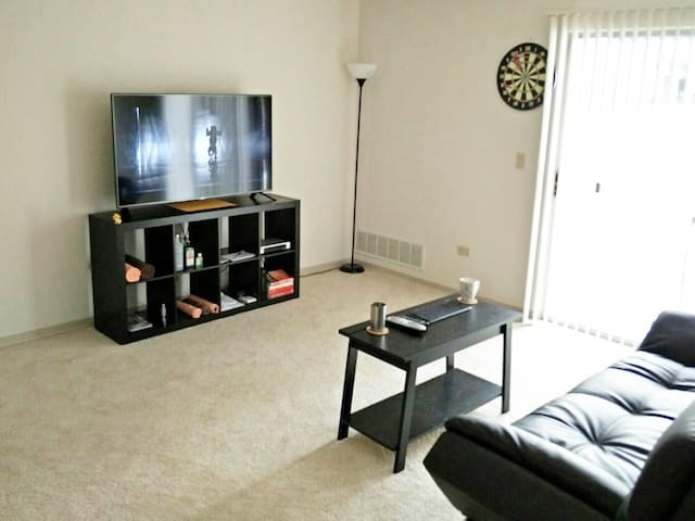 Private Room + Awesome Host - Wheaton - Apartment