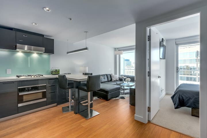 Upscale 1 Bedroom center of downtown Vancouver